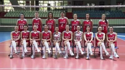 fedakarlik - İSTANBUL - Milli voleybolcu Meryem Boz, kurduğu spor akademisiyle genç nesillere ışık tutmayı amaçlıyor