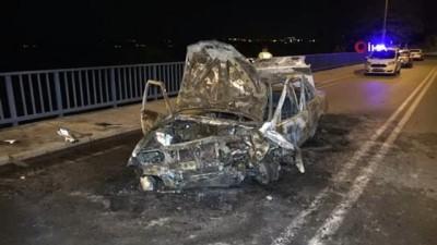 korkuluk -  Adana'da köprü korkuluklarına çarpan otomobil alev alev yandı: 2 yaralı