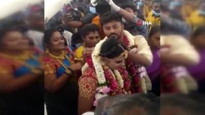 rekor -  - Hindistan'da bir çift Covid-19 kısıtlamalarından kaçmak için uçakta düğün yaptı