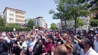 kalaba - İSTANBUL - Silivri'de kavgada hayatını kaybeden gencin ailesi ve yakınları adliye önünde bir araya geldi