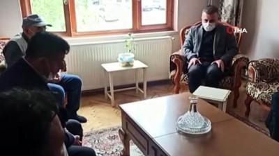 Sincan Belediye Başkanı Ercan, vefat eden ünlü türkücü Oğuz Yılmaz'ın annesini ziyaret etti