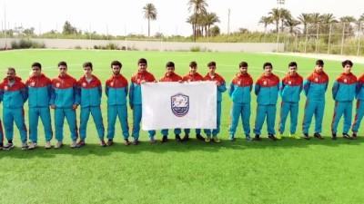 BEYRUT - Lübnan'daki Kardeşler Spor Kulübünde oyuncular, Türk-Lübnan kültürünün kaynaştığı bir ortamda futbol oynuyor