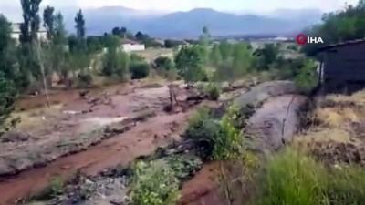 koy yollari -  Erzincan'da sağanak sonrası dereler taştı