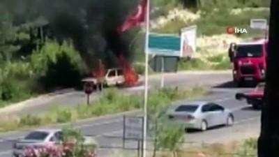 112 acil servis -  Seyir halindeki otomobil alev alev yandı Videosu