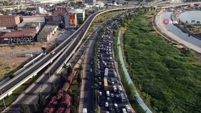 İzmir'in trafiği yine gündemde: Sabah, akşam bitmeyen çile
