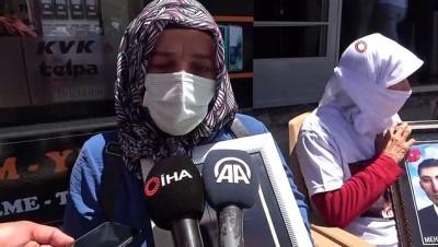 kiz kardes -  Muş'ta HDP önünde eylem yapan ailelerin sayısı 5'e yükseldi