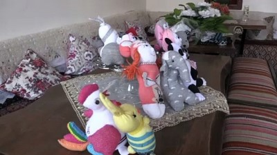 TOKAT - Gönüllülerin elinde çoraplar ve keçeler sığınmacı çocuklar için oyuncağa dönüşüyor