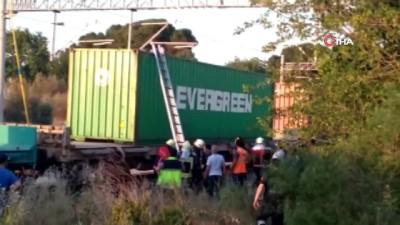 yuk treni -  Tren vagonun üzerinde fotoğraf çekilmek isterken elektrik akımına kapıldı