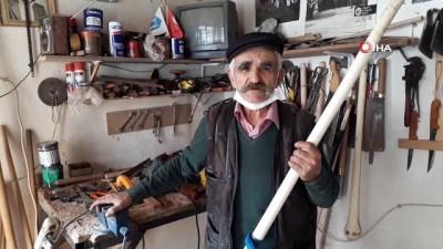 naat -  - 76 yaşındaki vatandaş ekmeğini 'sap'tan çıkarıyor