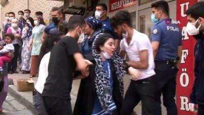 itfaiye merdiveni -  Bahçelievler'de yangın paniği: 3'ü bebek 12 kişi itfaiye merdiveniyle tahliye edildi
