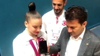 dunya sampiyonu - BAKÜ - Cumhurbaşkanı Erdoğan'dan dünya şampiyonu Ayşe Begüm Onbaşı'ya tebrik telefonu