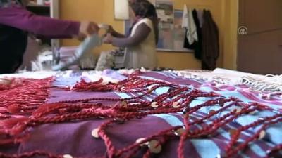 calisan kadin - BURSA - Dağ ilçelerinde geleneksel yöntemlerle dokunan kumaşlar rağbet görüyor