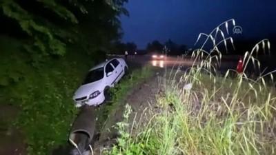 agacli - DÜZCE - Kaza yapan sürücü olay yerini terk edince ekipler bölgede yaralı aradı