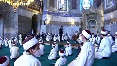 İSTANBUL - Cumhurbaşkanı Erdoğan, Ayasofya-i Kebir Camii'nde hafızların icazet törenine katıldı (1)