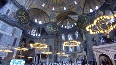 İSTANBUL - Cumhurbaşkanı Erdoğan, Ayasofya-i Kebir Camii'nde hafızların icazet törenine katıldı (3)