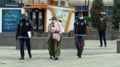 Evlerden ziynet eşyası çalan kadınlar önce kameraya sonra polise yakalandı