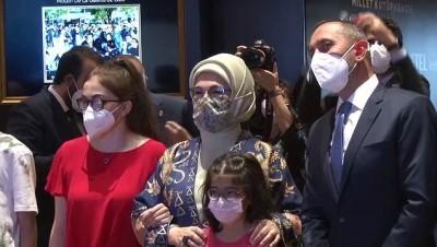 """akilli telefon -  Emine Erdoğan """"Tablolar Konuşuyor Dijital Resim Sergisi""""ni ziyaret etti"""