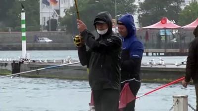 olta -  Olta balıkçıları yağmurlu havaya aldırış etmedi