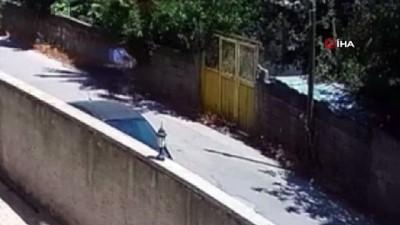 elektrikli bisiklet -  Güpegündüz demir kapı hırsızlığı kamerada