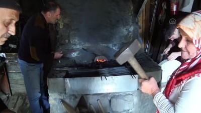 KASTAMONU - Evrenye bıçağı üretiminde 3 kuşak bir arada çekiç sallıyor