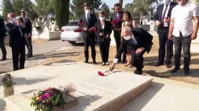 LEFKOŞA - CHP Genel Başkanı Kılıçdaroğlu, Kutlu Adalı'nın kabrini ziyaret etti