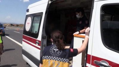 cenaze araci - MANİSA - Kamyonet, kamyona arkadan çarptı: 1 ölü, 1 yaralı