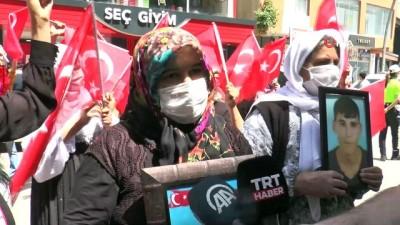 teroristler -  Şırnak'ta terör mağduru aileler HDP İl Başkanlığı binası önünde eylem yaptı