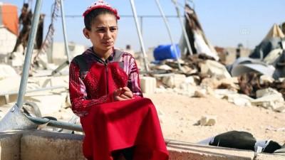 Esed rejiminin okullarını yıktığı çocuklar eğitimlerine devam istiyor (2)