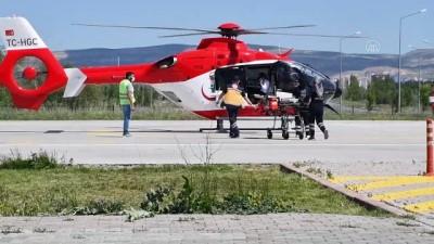 ambulans helikopter - SİVAS - İnşaattan düşen kalıp işçisi ağır yaralandı
