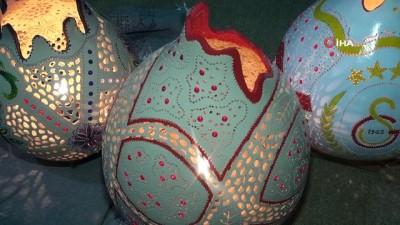 sanat eseri -  Su kabaklarını sanat eserine dönüştürüyor