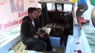 evlilik teklifi -  Bu evlilik teklifinin kahramanı tekne sahibi oldu