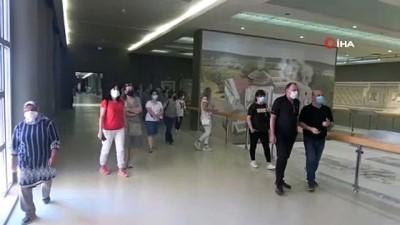 Dünyanın en büyük müzesi ziyaretçilerini bekliyor