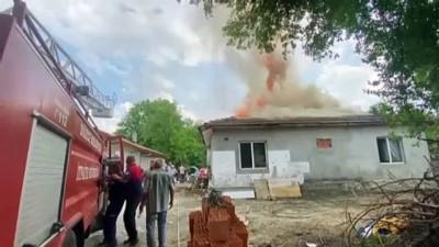 DÜZCE - Çıkan yangında müstakil ev kullanılamaz hale geldi