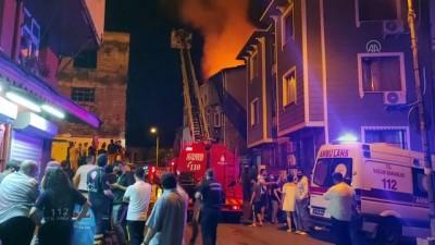 İSTANBUL - Fatih'te bir binada çıkan ve 4 binaya daha sıçrayan yangın söndürüldü