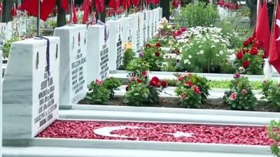 İSTANBUL - Jandarma Teşkilatının 182. kuruluş yıl dönümünde Edirnekapı Şehitliği'nde tören düzenlendi