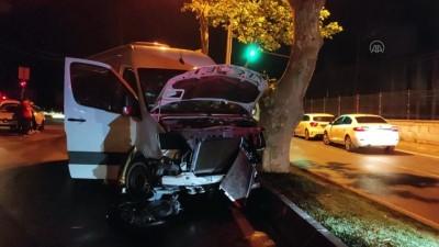 İSTANBUL - Sarıyer'de minibüs ile otomobil çarpıştı: 3 yaralı