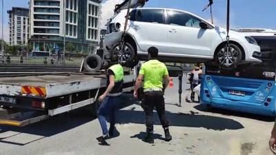 İSTANBUL - Zeytinburnu'ndaki zincirleme trafik kazasında bir kişi yaralandı