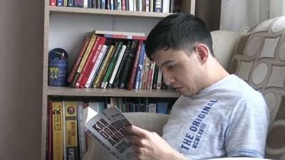 kitap okuma - KAYSERİ - Engelli genç edebiyatla hayata bağlanıyor