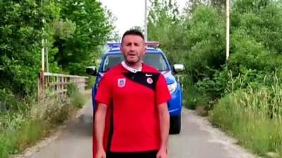 UŞAK - Ultra maratoncu Akın Yeniceli, Jandarma Teşkilatının 182. kuruluş yıl dönümü için 18 kilometre koştu
