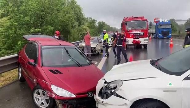 akon -  Yağmur beraberinde kazaları da getirdi... 8 farklı noktada meydana gelen kazaya 25 araç karıştı