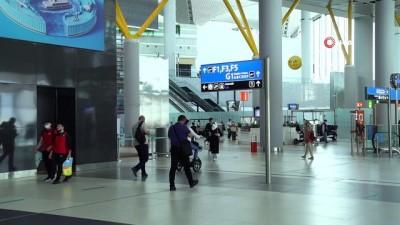 yasli adam -  İstanbul Havalimanı'nda yolculara Nihat Kahveci sürprizi