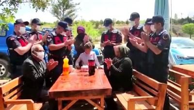KIRIKKALE - 182'nci yaşını kutlayan Jandarmadan çocuklara doğum günü sürprizi