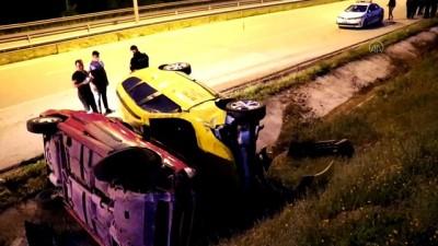ticari taksi - SAMSUN - Meydana gelen zincirleme trafik kazasında araçlar su kanalına devrildi: 2 yaralı