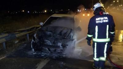 arac kullanmak -  Alkollü sürücünün patlak lastikle kullandığı otomobil alev alev yandı