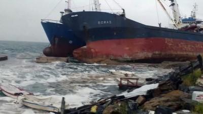 İSTANBUL - Kartal'da demirli geminin halatı koptu (2)