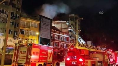 KOCAELİ - Bir apartmanın çatı katında çıkan yangın söndürüldü