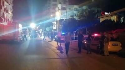 silahli kavga -  Silahlı kavgaya karışan şahıs gasp ettiği kamyonetle polis aracına böyle çarptı: 2'si polis 5 yaralı