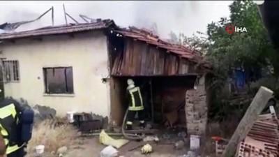 elektrik kontagi -  Alevlerin sardığı ev kullanılamaz hale geldi