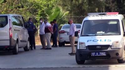 polis araci - ANTALYA - Çıkan tartışmada bir kişi bıçaklanarak öldürüldü
