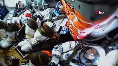 uzay istasyonu -  - Çin, yeni uzay istasyonunda görev alacak ilk mürettebatı taşıyan Shenzhou-12'yi başarıyla fırlattı - Çin, 5 yıl sonra ilk kez 'insanlı uzay misyonu' başlattı